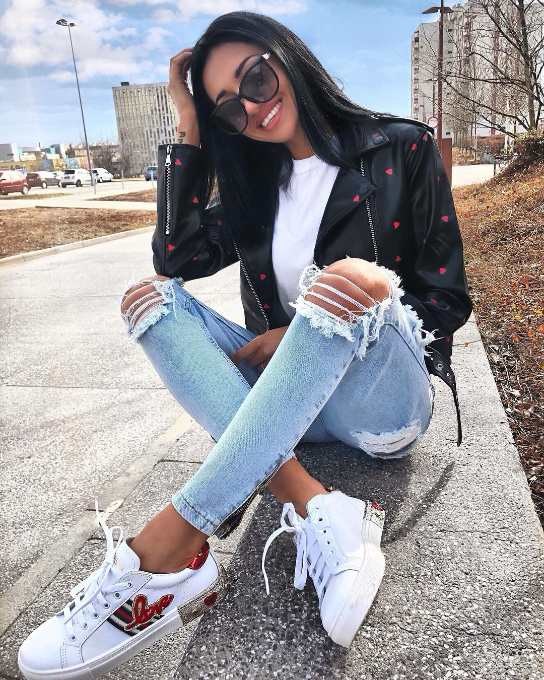 Ripped Jeans outfits for Women
