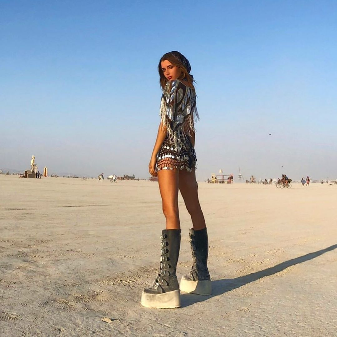 high-boots-outfit-festival-burning-man-2019