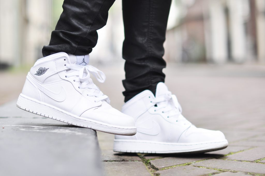 Air-Jordan-1-mid-triple-white-cheap-sneakers