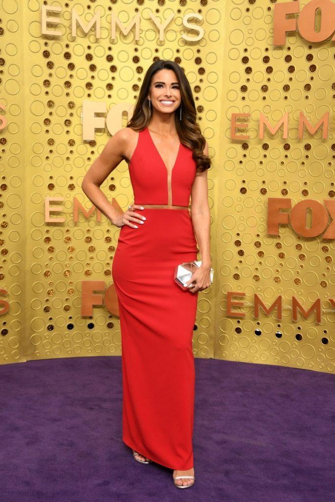 emmy-awards-best-celebrity-red-carpet-looks-Jennifer-Lahmers
