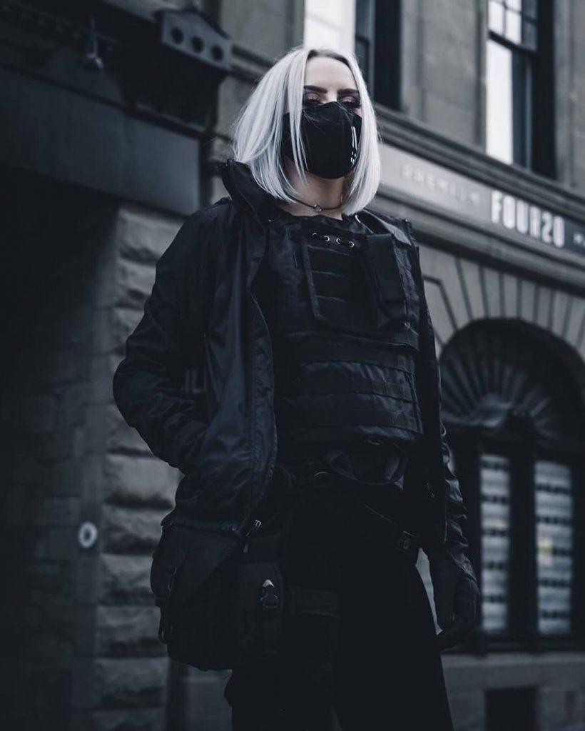 techwear-utility-vest-black-for-women