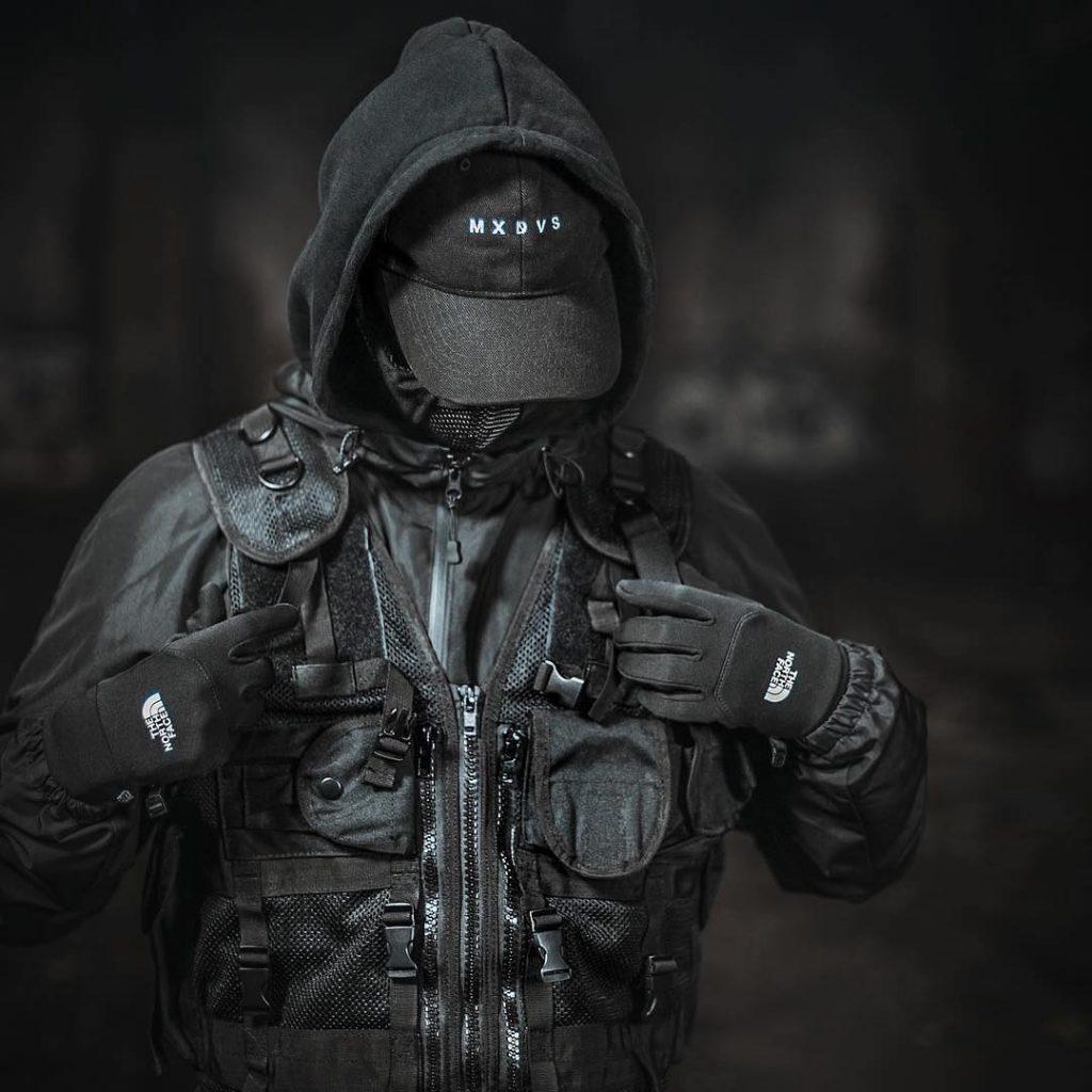 black-techwear-style-with-utility-vest-men