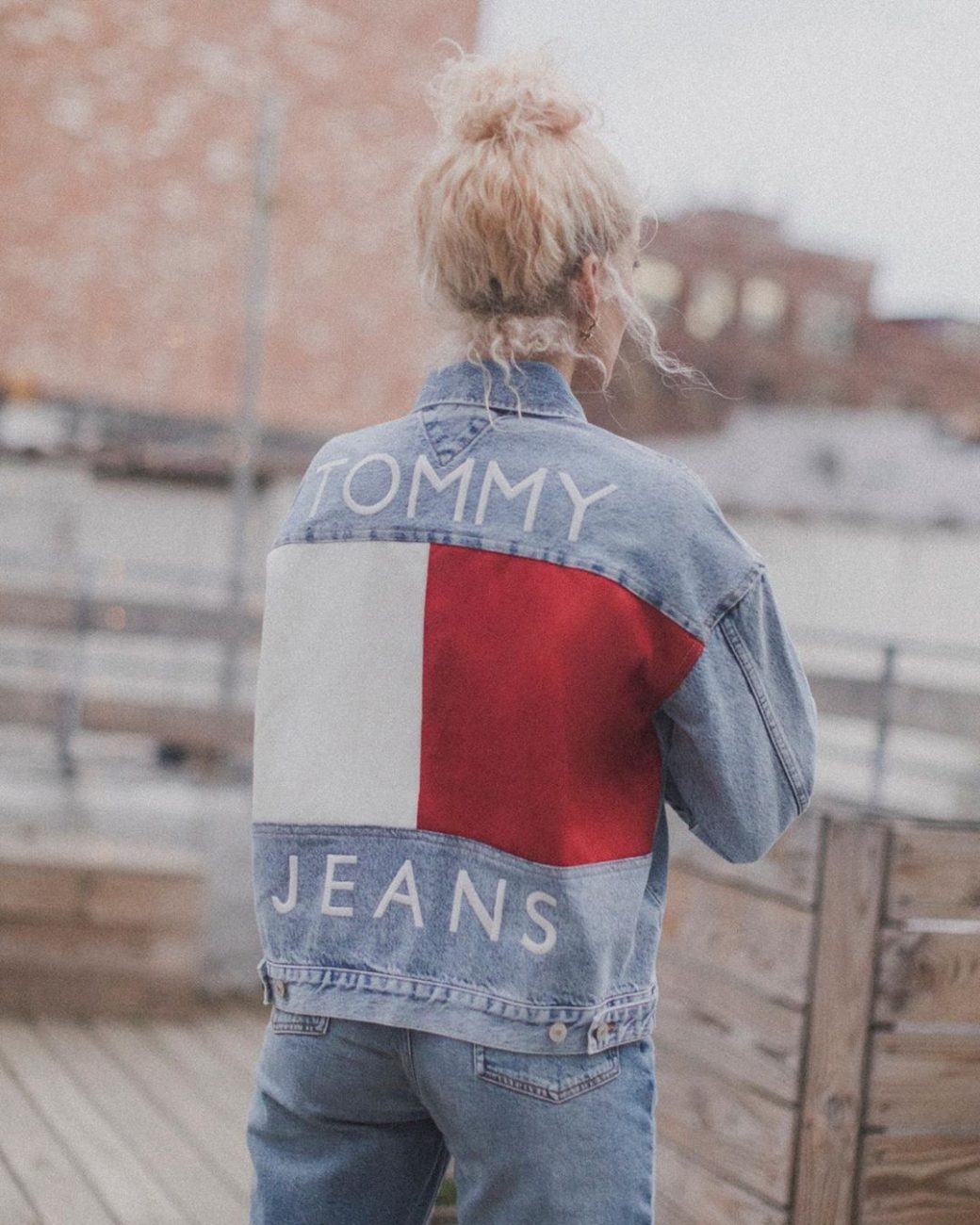 tommy-jeans-fall-heritage-denim-jacket-women