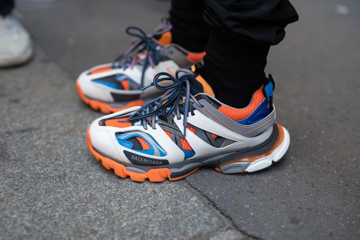 Balenciaga-sneakers-track-triples-on-foot-15