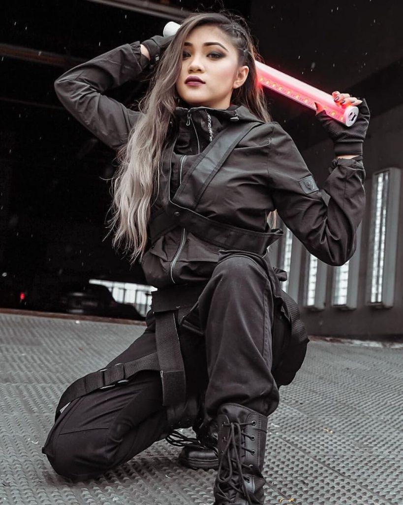 Techwear-outfit-ideas-women-in-black