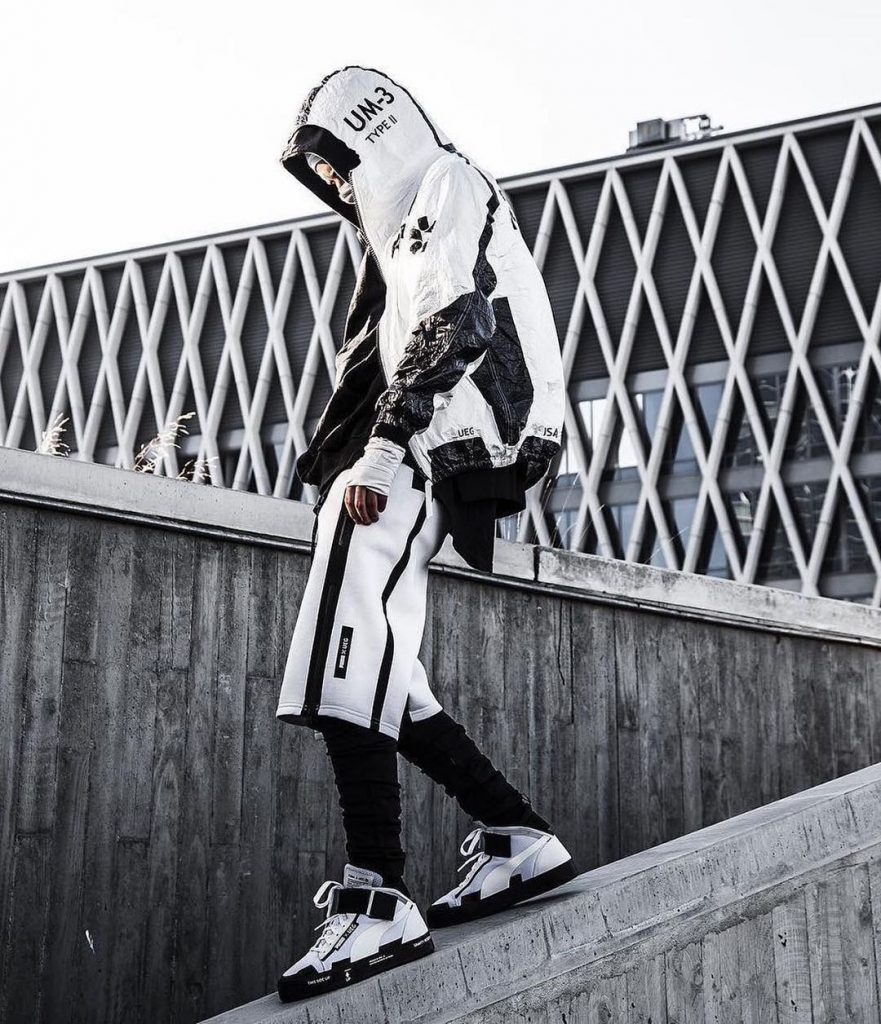 Black-and-white-techwear-outfit-ideas
