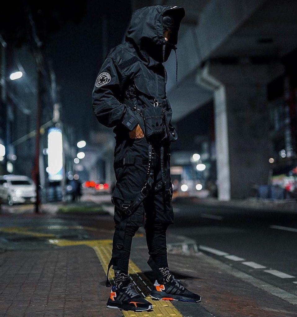 All-black-techwear-style-for-men