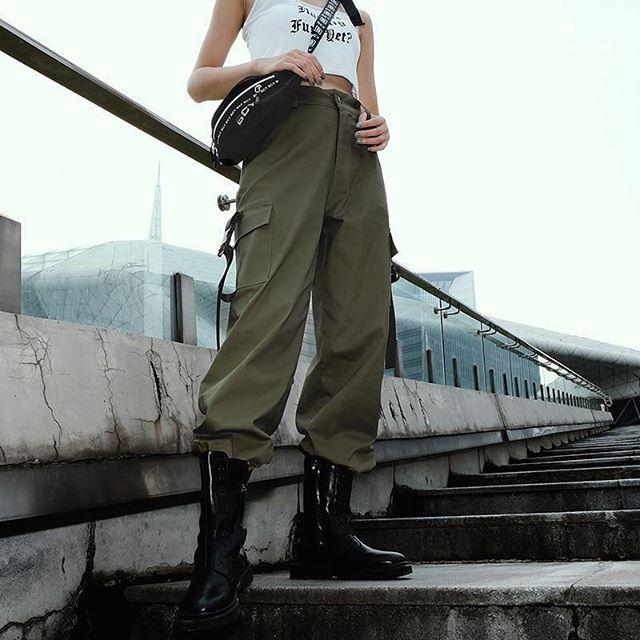 green-cargo-pants-women-techwear