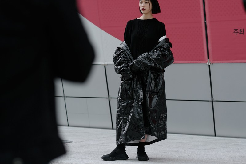 Seoul-fashion-week-woman-techwear-outfit