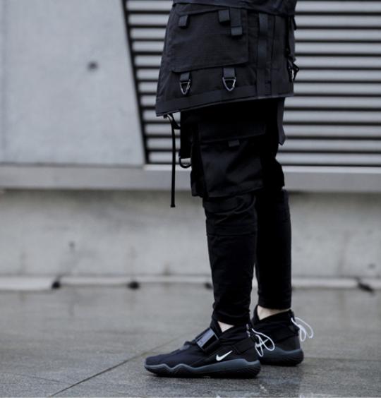 black-nike-techwear-sneakers
