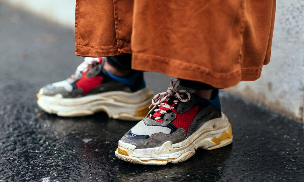 Balenciaga-sneakers-track-triples-on-foot-4