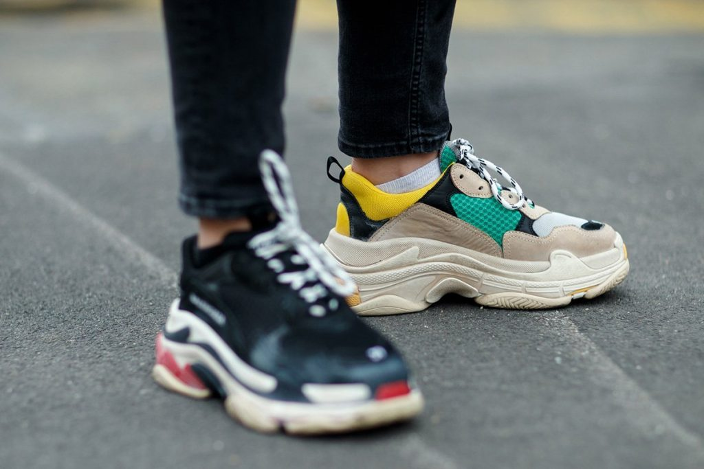 Balenciaga-sneakers-track-triples-on-foot-3