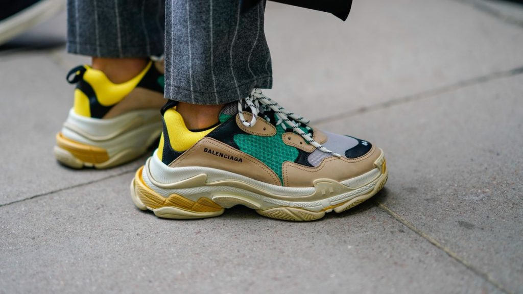 Balenciaga-sneakers-track-triples-on-foot-10
