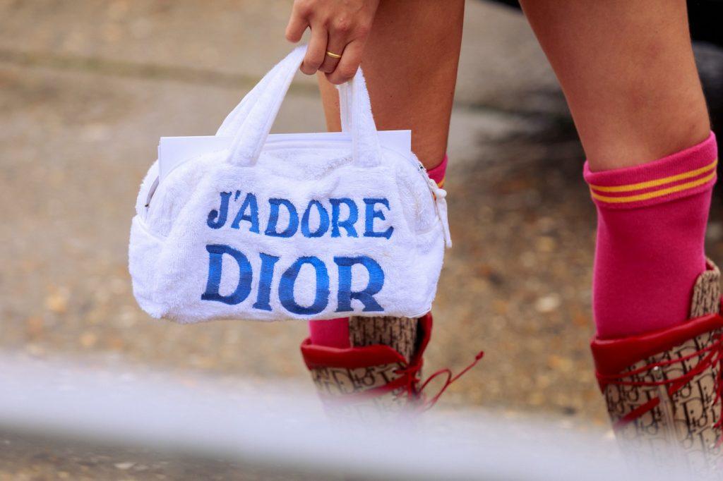 paris-fashion-week-street-style-looks-ss20-bags-dior-2