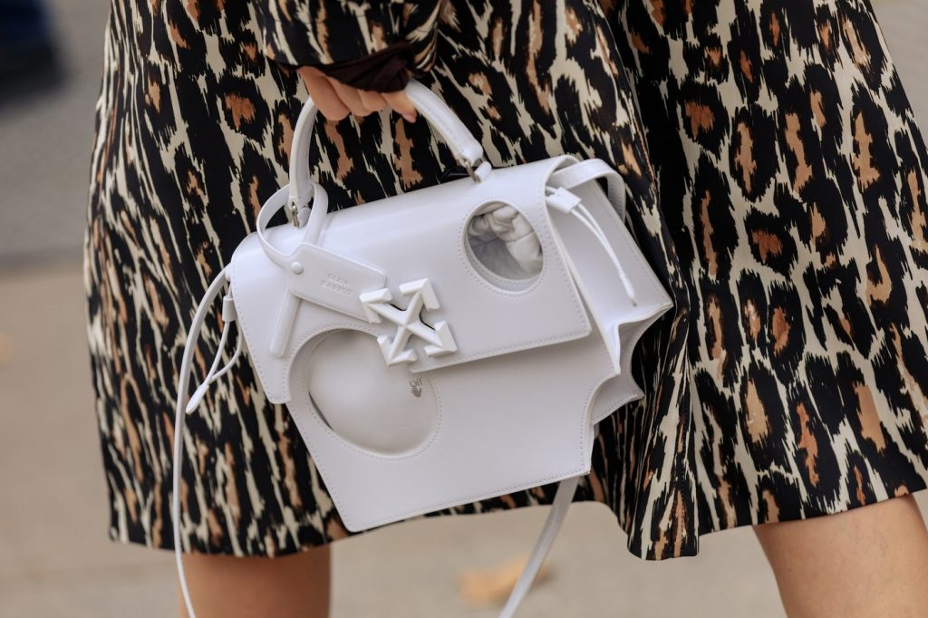 paris-fashion-week-street-style-looks-ss20-bags-off-white