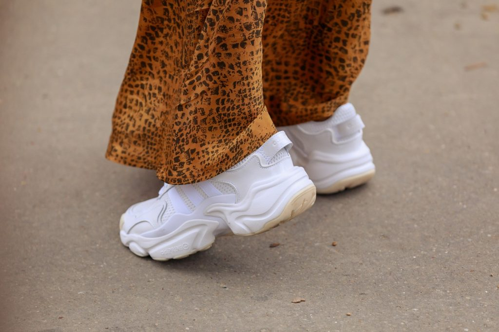 paris-fashion-week-street-style-looks-ss20-sneakers-adidas