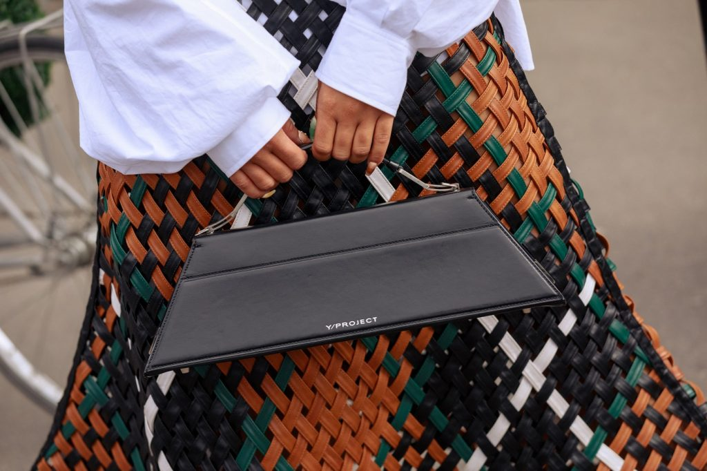 paris-fashion-week-street-style-looks-ss20-bags-4