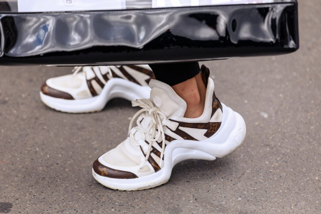 paris-fashion-week-street-style-looks-ss20-sneakers-LV