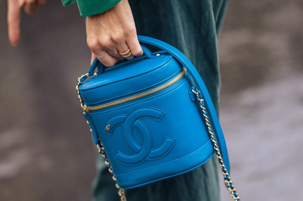paris-fashion-week-street-style-looks-ss20-bags-channel