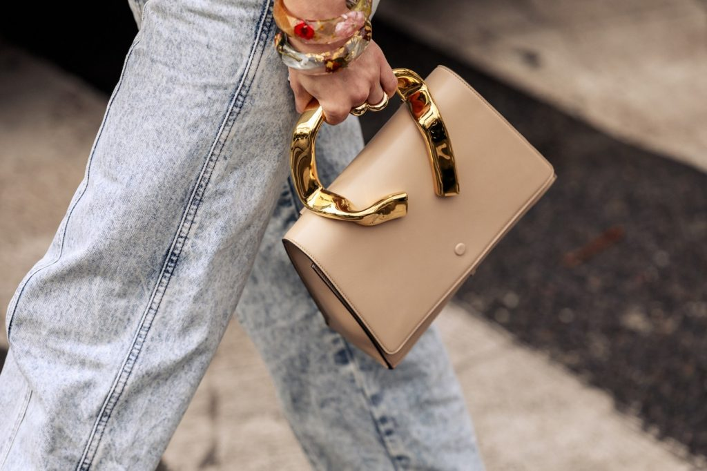 paris-fashion-week-street-style-looks-ss20-bags