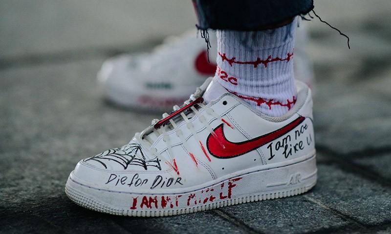 sneaker-street-style-mercedes-benz-fashion-week-russia