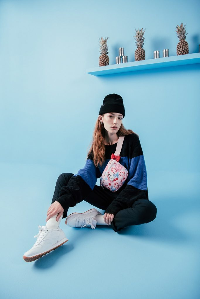 hello-kitty-herschel-collection-fanny-pack-backpack-3