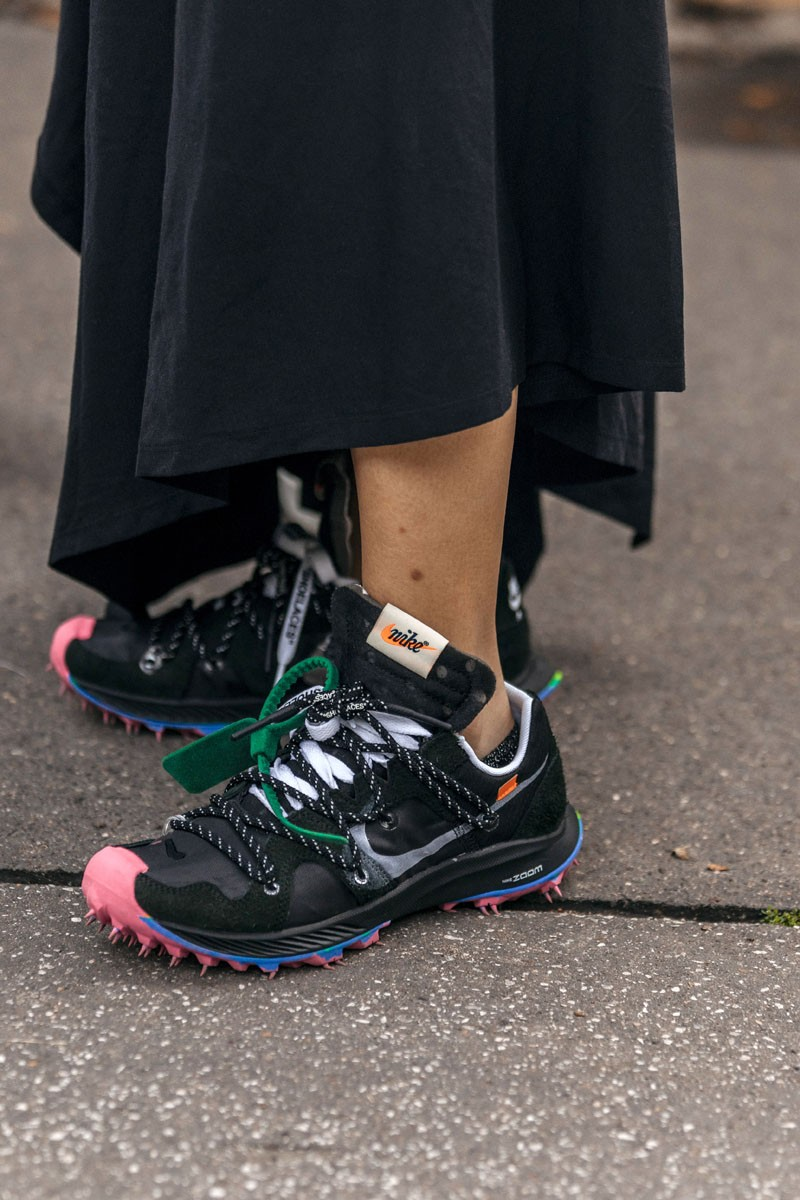 Off-White-Nike-Zoom-Terra-Kiger-5-Black-and-Dress