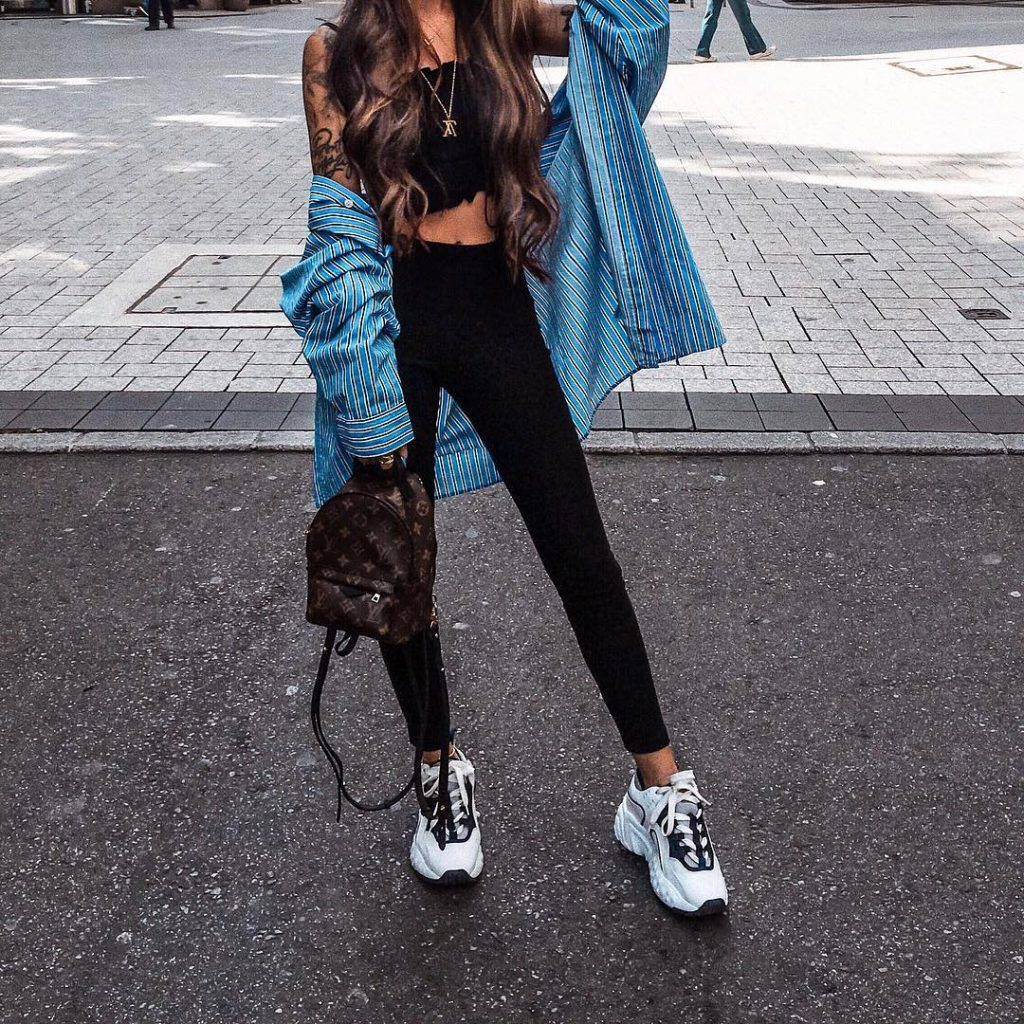 Blvckd0pe-wearing-leggings-on-the-street