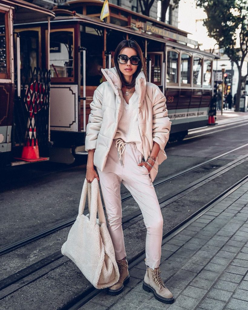 Street-style-puffer-jacket-winter-2020-outfit-by-annabelle-fleur