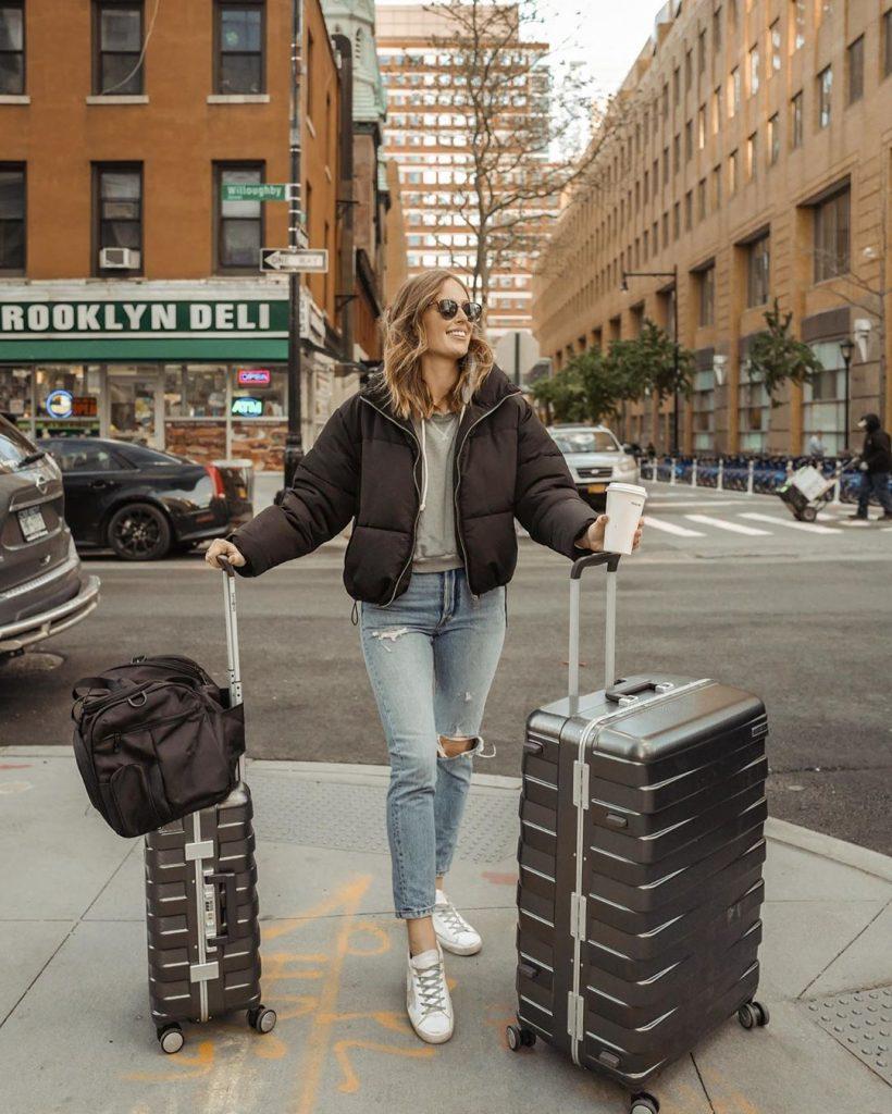 Street-style-puffer-jacket-worn-by-charlotte-bridgeman-winter-2020