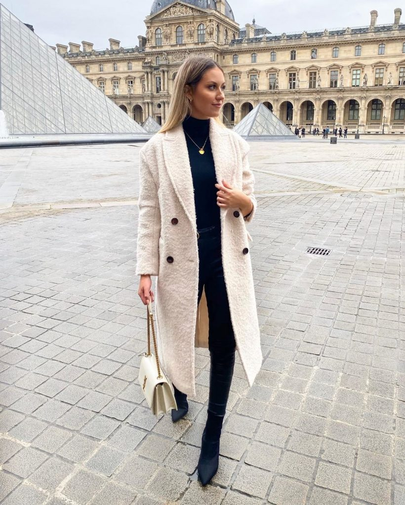 Trench-coat-winter-look-2020-by-katherine-bond