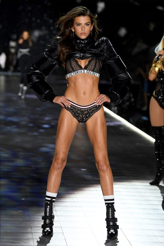 Victoria-secret-2018-sexiest-look-boxe