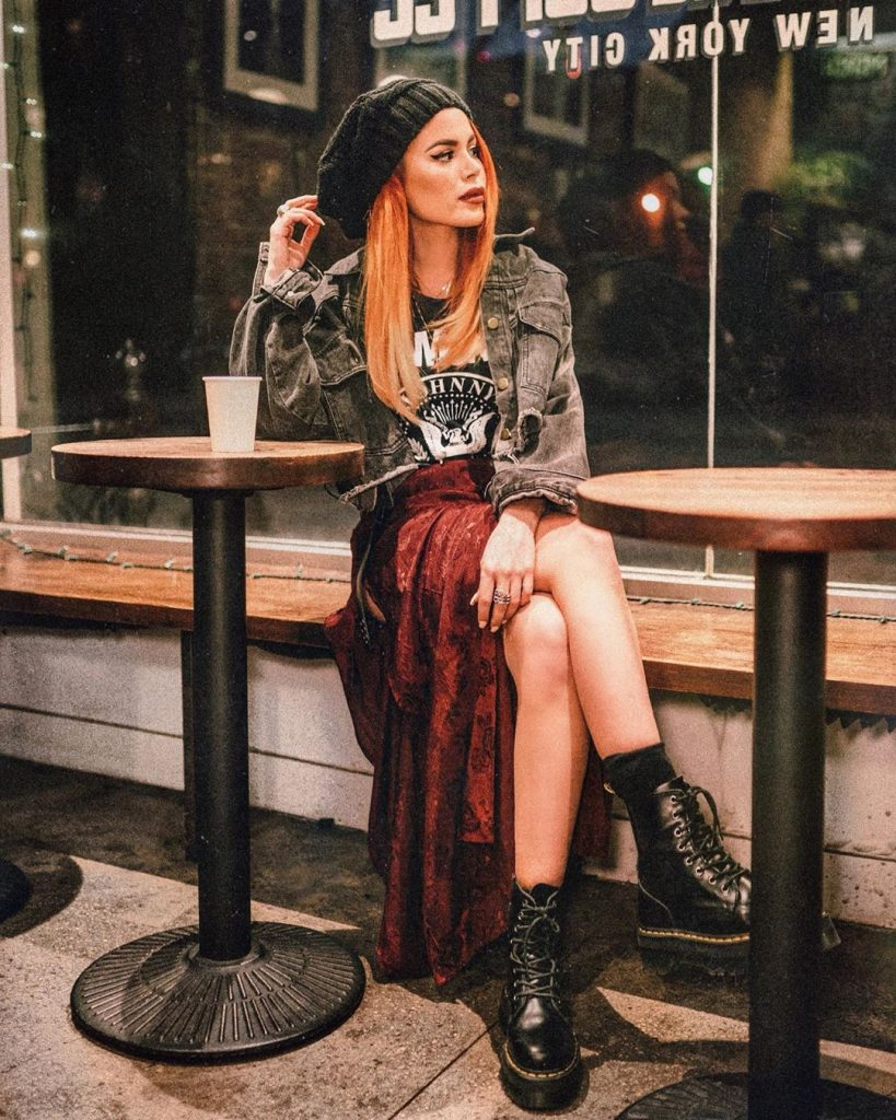 cute-grunge-outfit-with-a-red-skirt