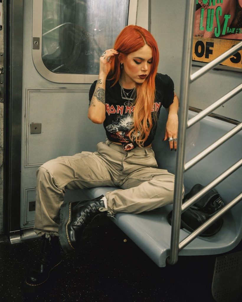90s-grunge-outfit-band-t-shirt