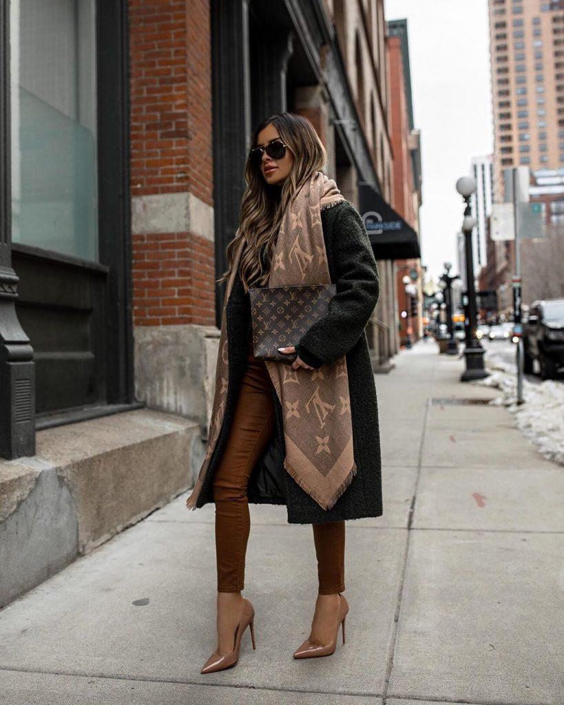 winter-capsule-wardrobe-blanket-scarf