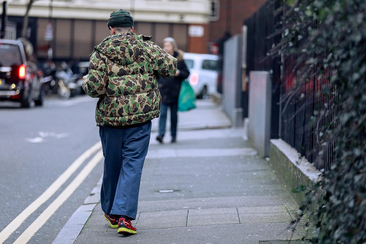 street-style-london-fashion-week-aw20-men-walking-with-camo-puffer-jacket