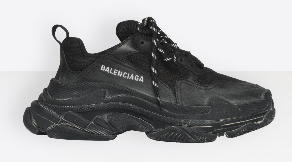 black-balenciaga-triple-s-shoelaces-used-on-the-hello-kitty-bag